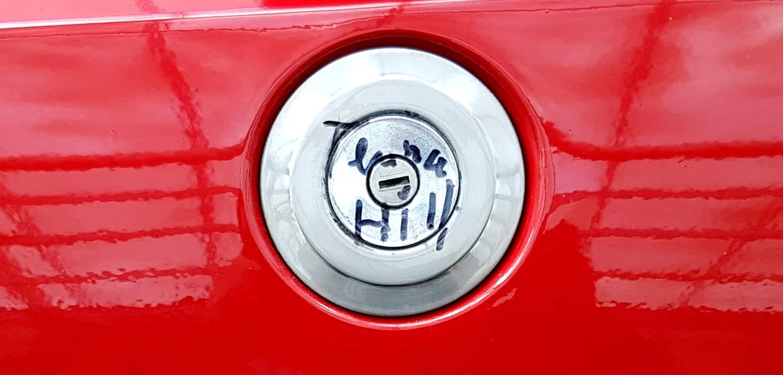 Autogramm Terence Hill auf Ford Escort Mk1 von Bud Spencer
