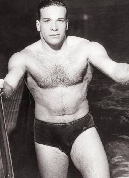 Bud als Schwimmer
