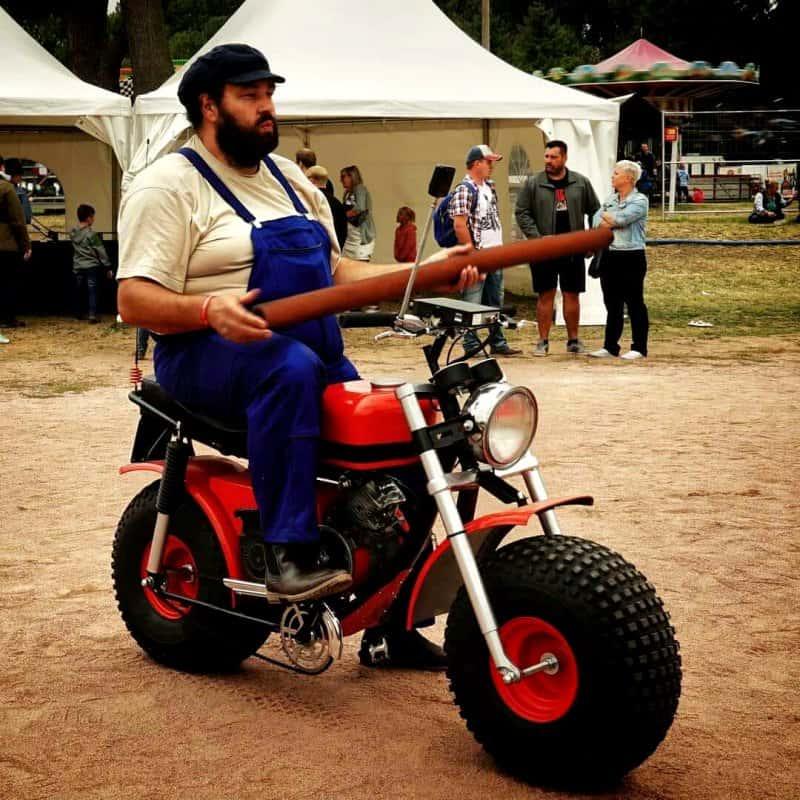 Bud Spencer Double mit Motorrad